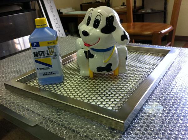 段付きタイプの犬用ステンレス製トイレ・トレイ