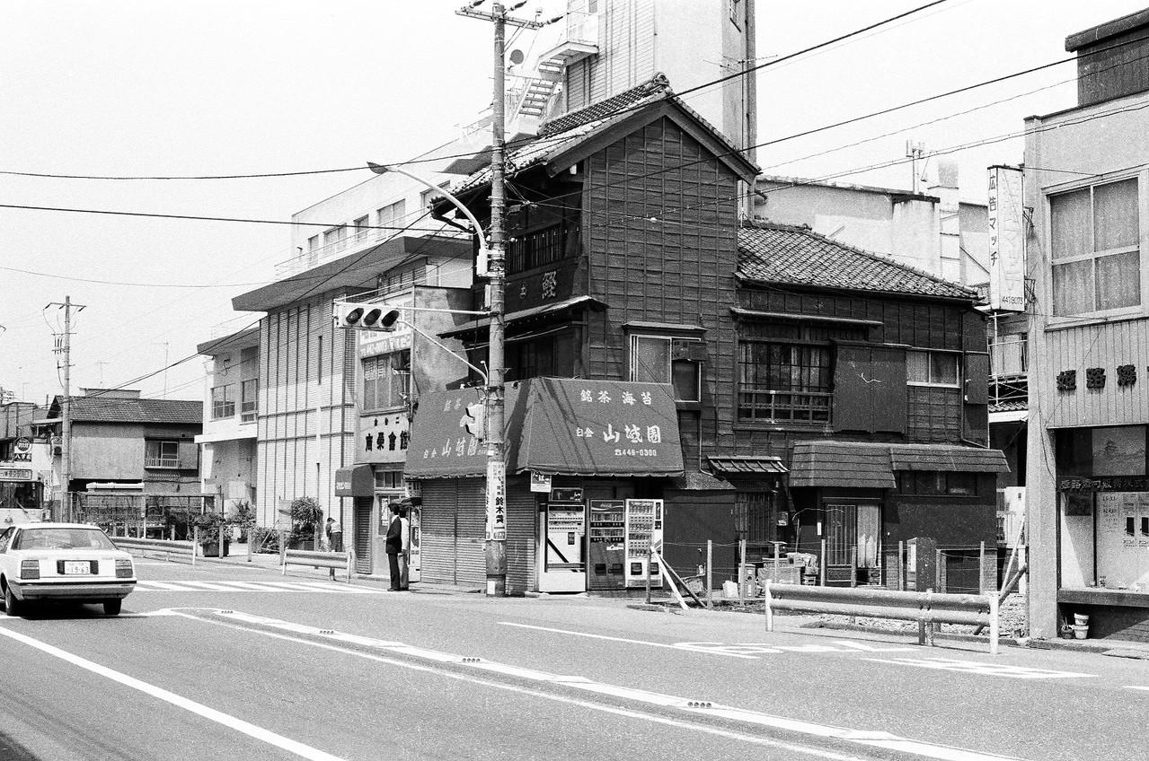 当時めずらしい木造三階建て(江戸東京たてもの園に移設)