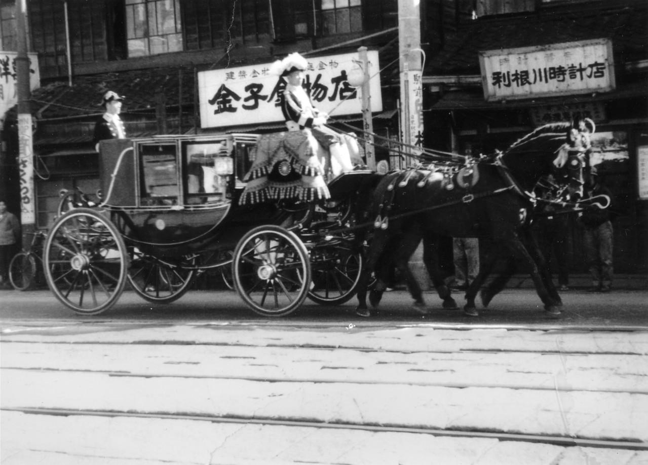 1960年 現目黒通りを走る皇宮馬車