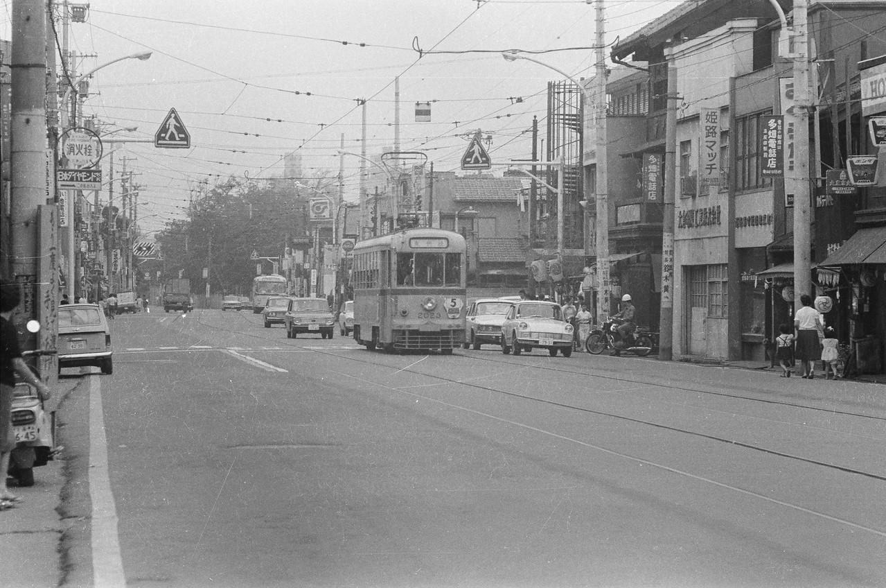 1966年 現目黒通り(電話局付近)