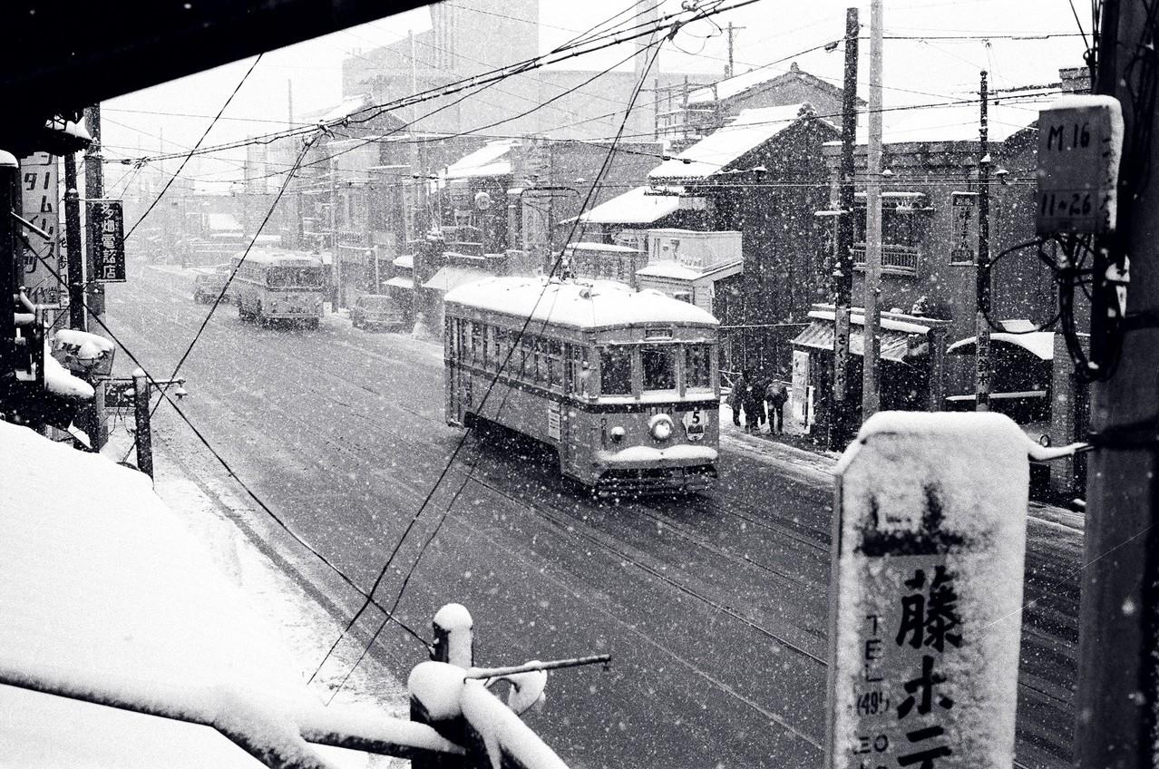 1967年 現目黒通り(医科研付近)