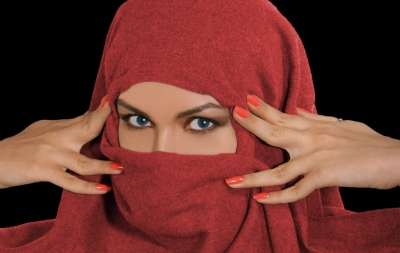 Frau mit rotem Kopftuch (Ferdinand Lacour / pixelio.de )