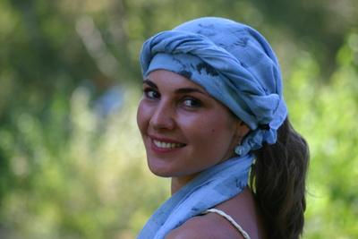 Frau mit Kopftuch( Marc Tollas / pixelio.de )