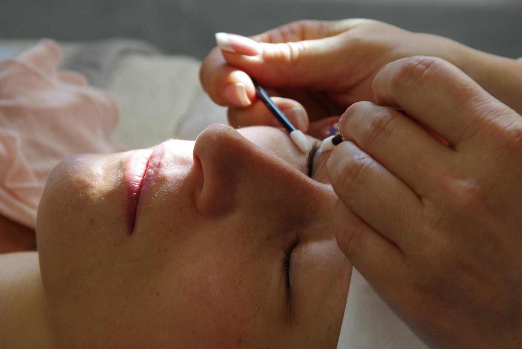 Vorbereitung (Reinigung der Wimpern)