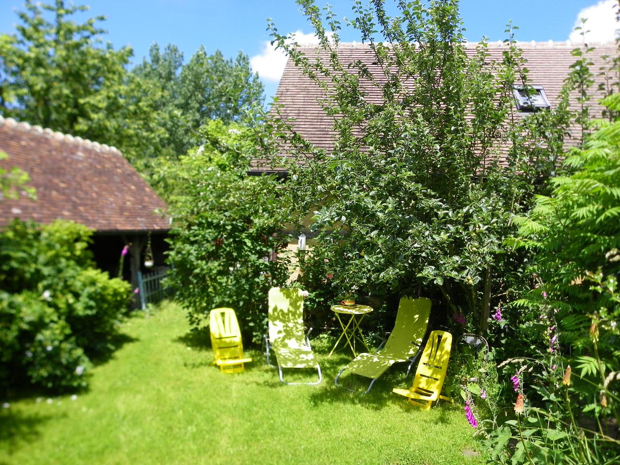 terrasse estivale de détente du gite Hortensia