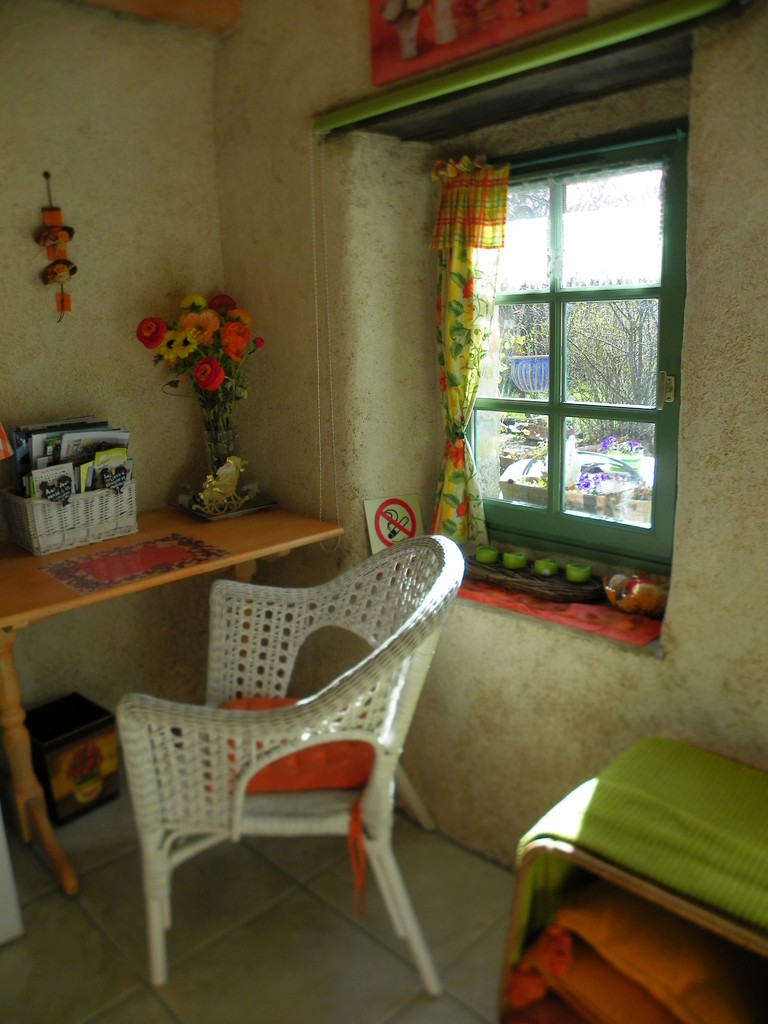son bureau  pour écrire ou étudier les nombreux lieux à découvrir