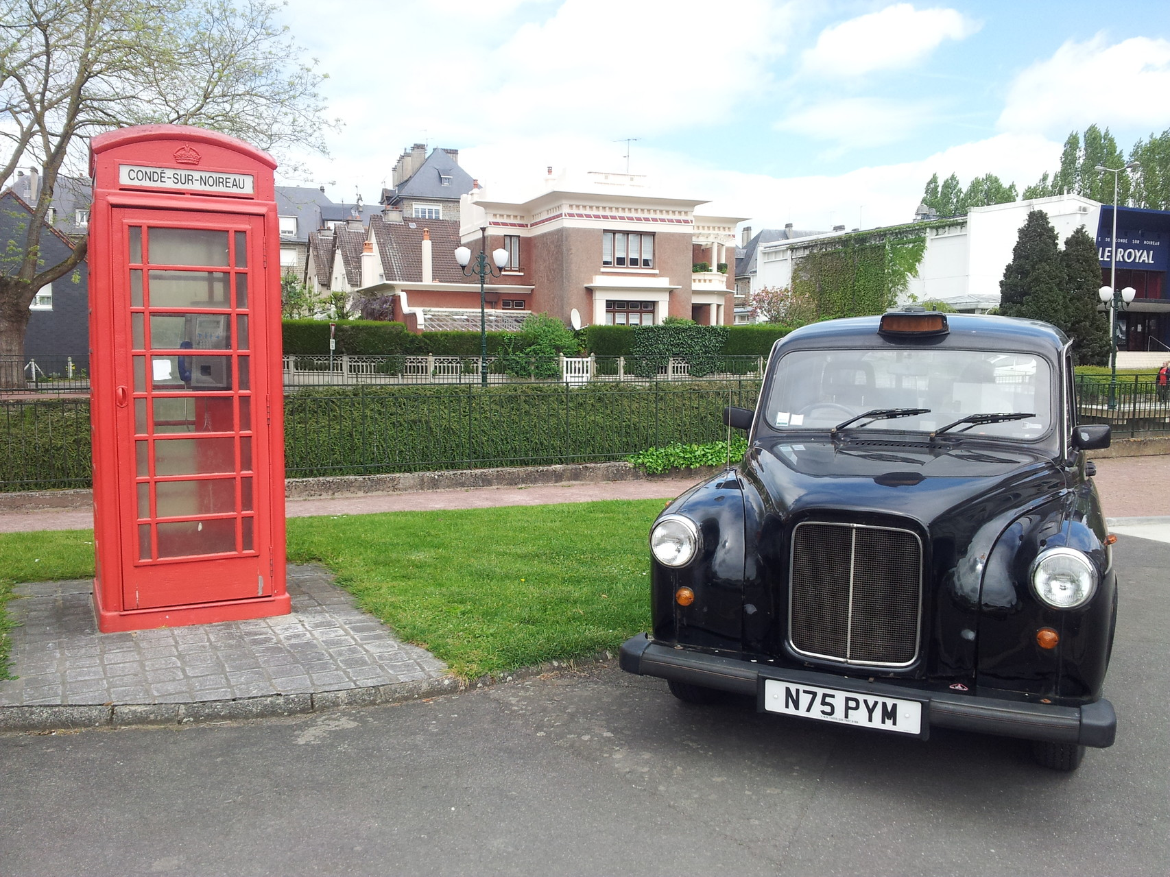 Quoi de mieux qu'un taxi cab pour aller avec une cabine anglaise