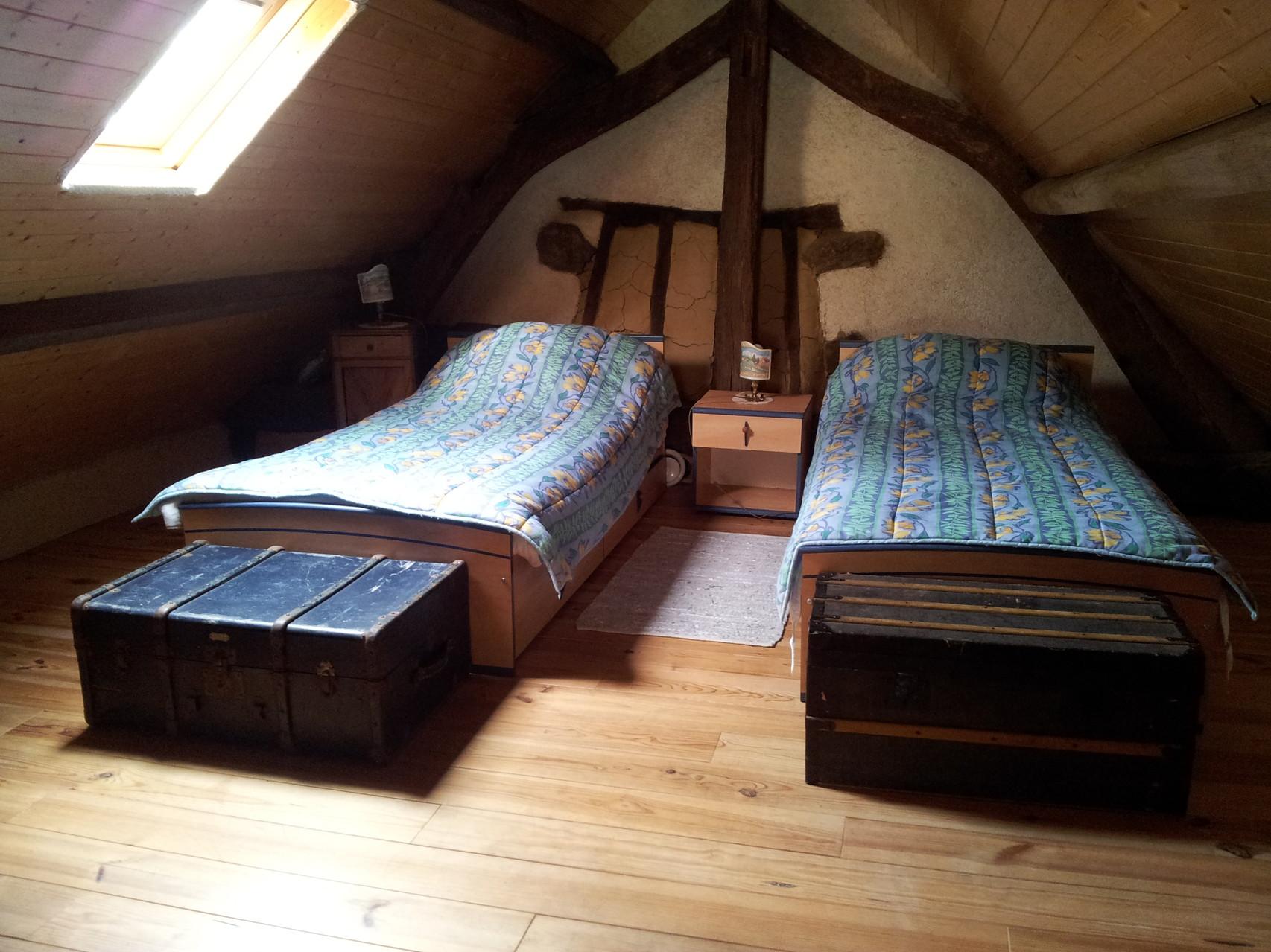 chambre 2 à l'étage