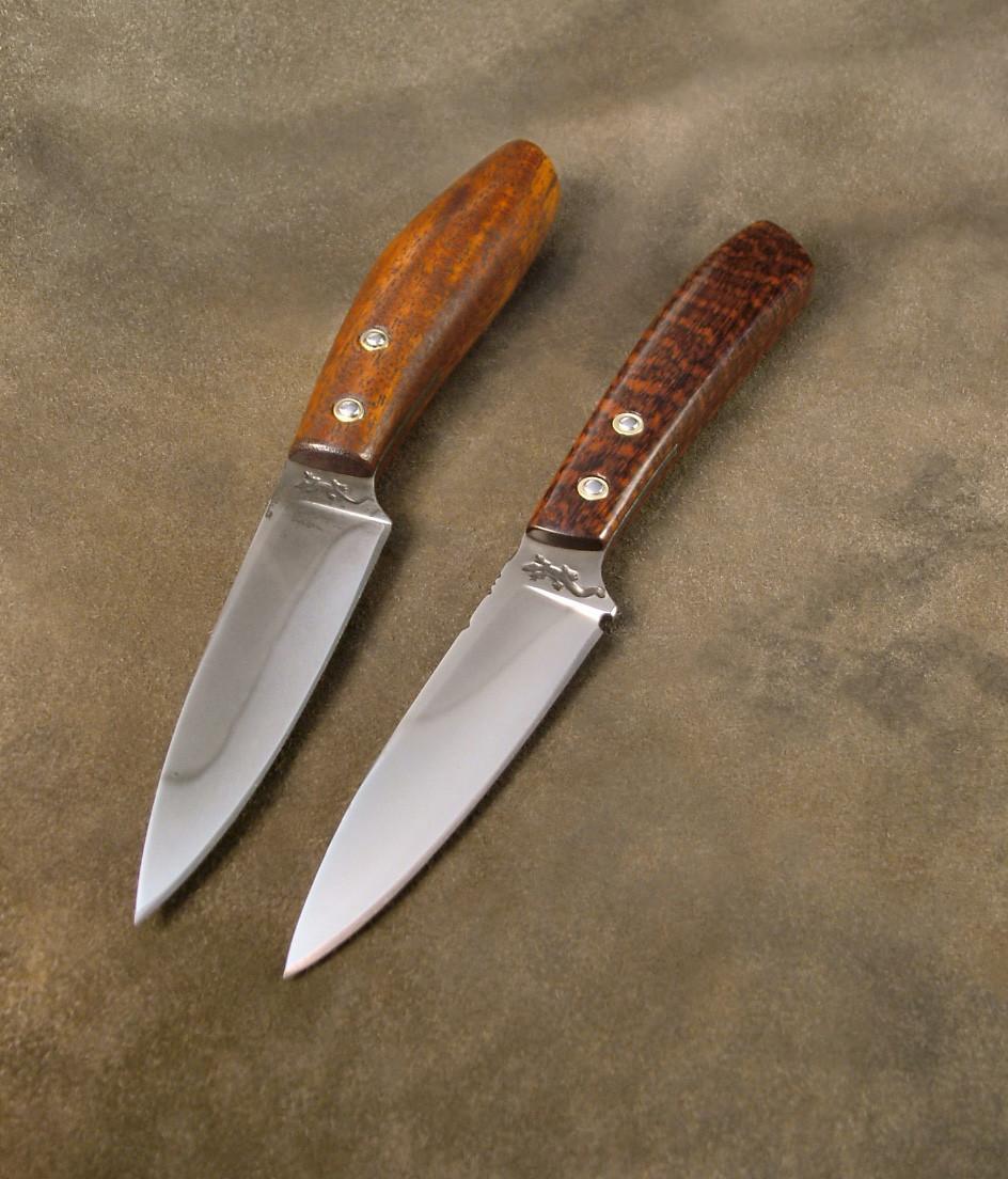 Couteaux d'office, Trempe sélective. Manche monté en demi plate-semelle. Manche en bois de balafon, bois d'amourette.
