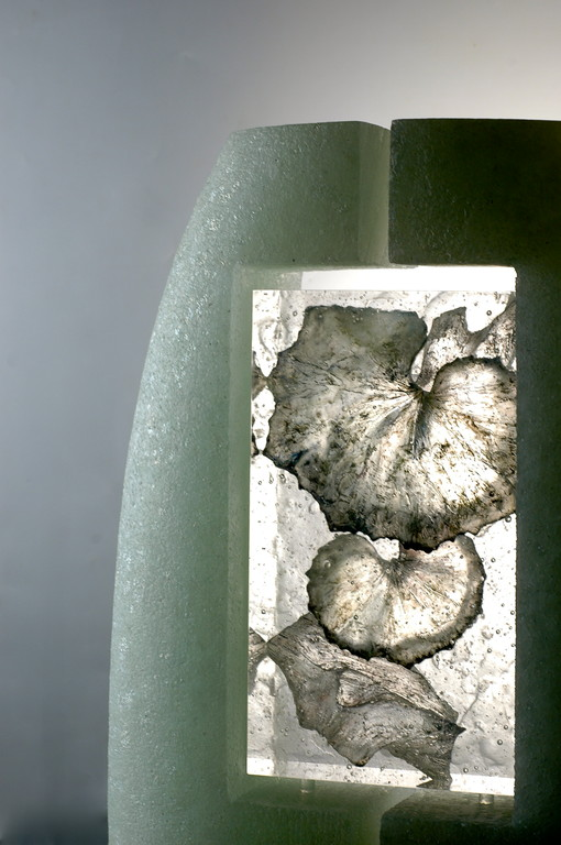 SEIJAKU, 2009   70×45×10cm  kiln cast, Painted