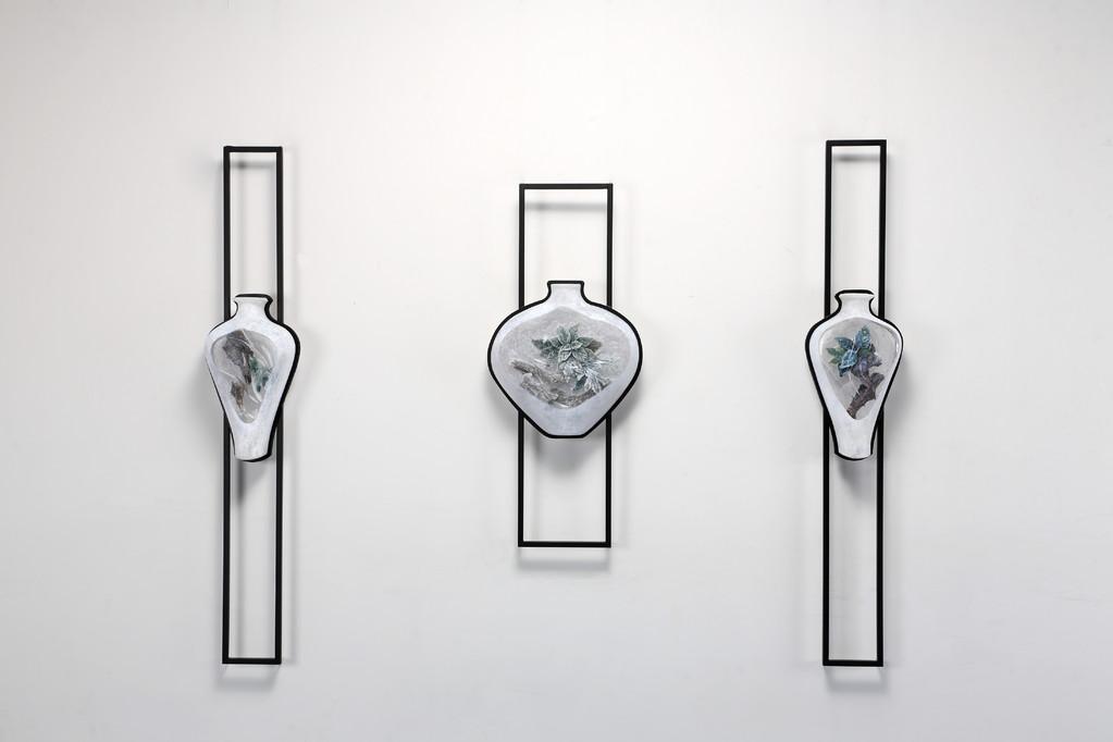 IBUKI, 2008    28×12×150・45×12×106・28×12×150cm   Kiln cast, Painted, Metal