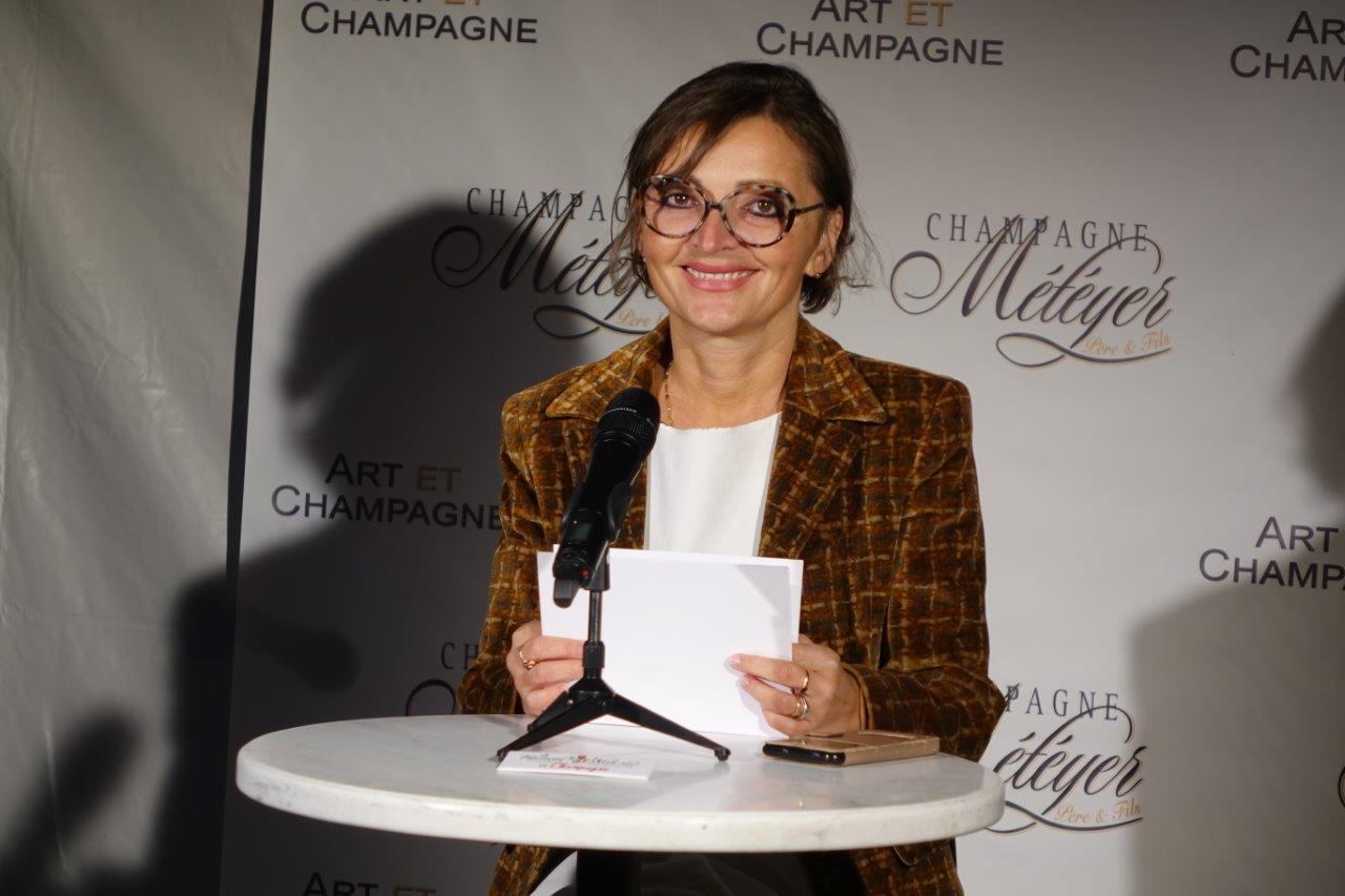 Anna Météyer se mue en présentatrice télé le temps d'une soirée exceptionnelle.