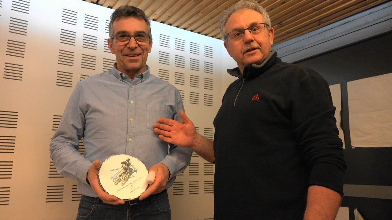 A gauche : Jean Lallier, vice-champion de France 2017 d'Enduro à l'ancienne, catégorie C2, sur Maïco 440GS de 1979.