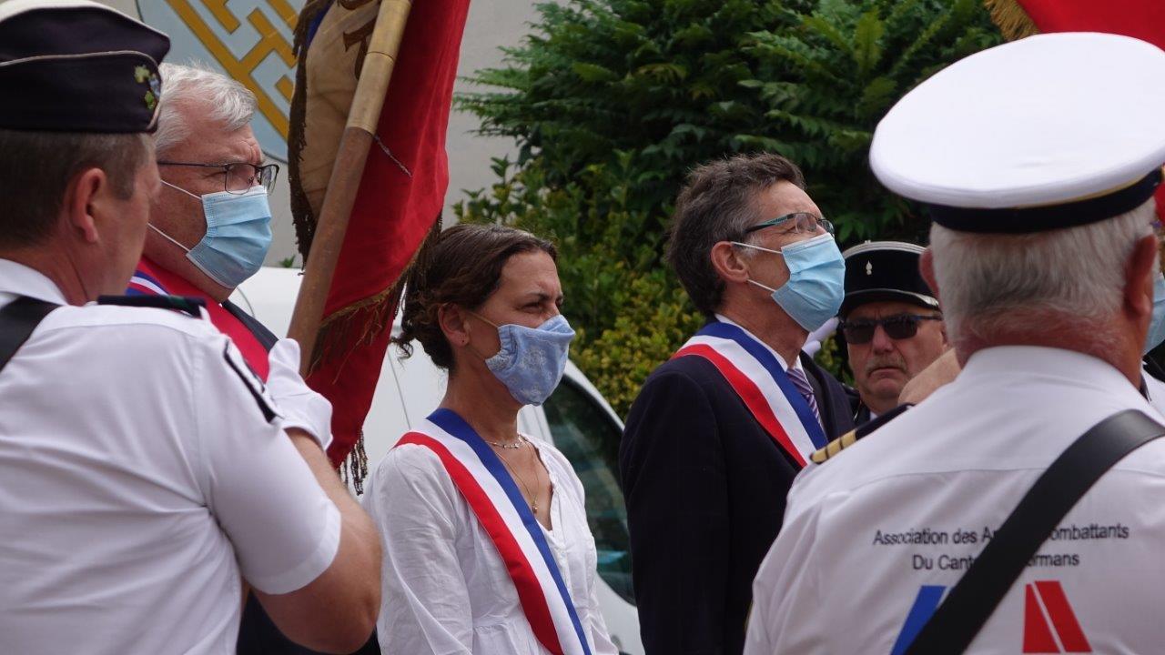 De gauche à droite et masqués : Christian Bruyen, président du Conseil départemental de la Marne, Florence Doucet et Michel Courteaux.