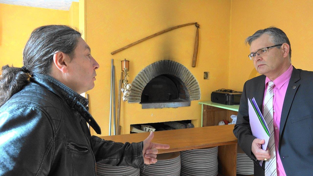 Le maître-restaurateur Raynald Dubus présente l'Auberge de l'Omois à Ronan Léaustic.