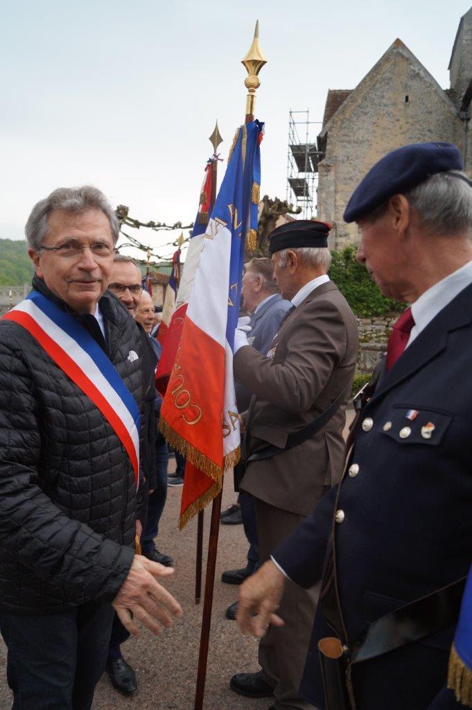 Daniel Girardin, maire de Trélou-sur-Marne, est l'un des rares maires du coin à être présent.