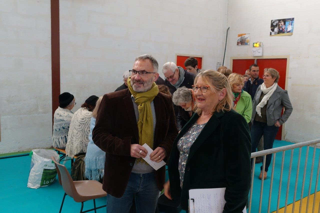 De gauche à droite : Dominique Moyse, conseiller régional Hauts-de-France et Chantal Toubart, présidente de l'association intercommunale Vallée du Surmelin.