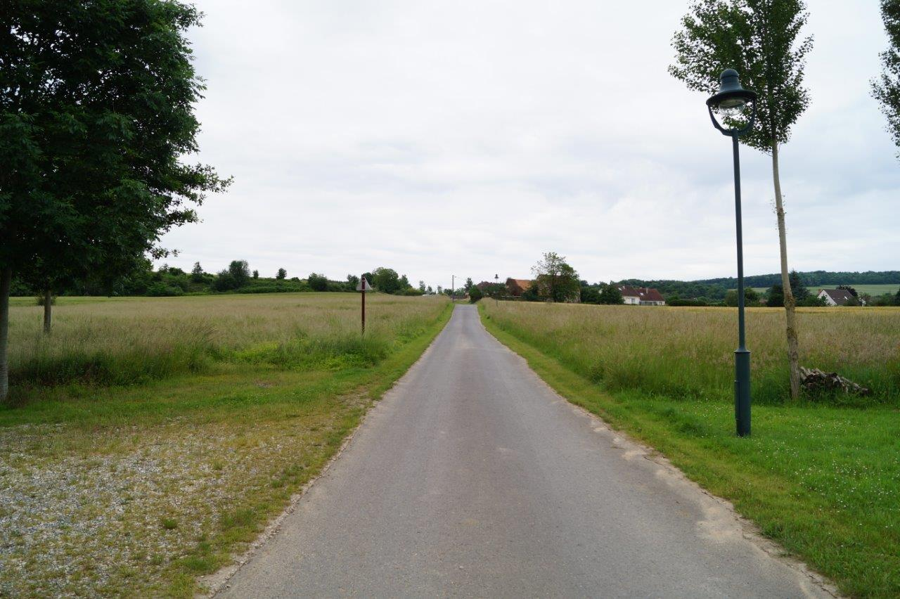 Un second exemple de tonte différenciée avec les surfaces enherbées situées près de la Ferme du ru Chailly. Une largeur de coupe, c'est tout !