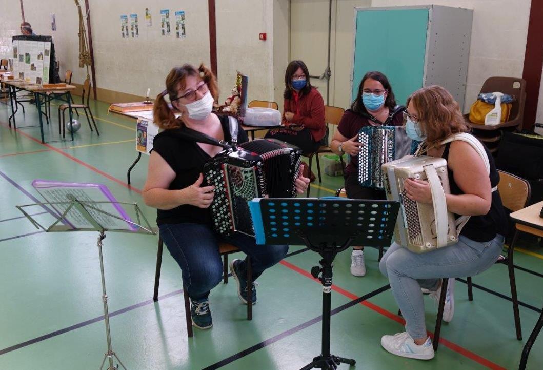 Les accordéonistes de l'École de musique de Crézancy-Jaulgonne.