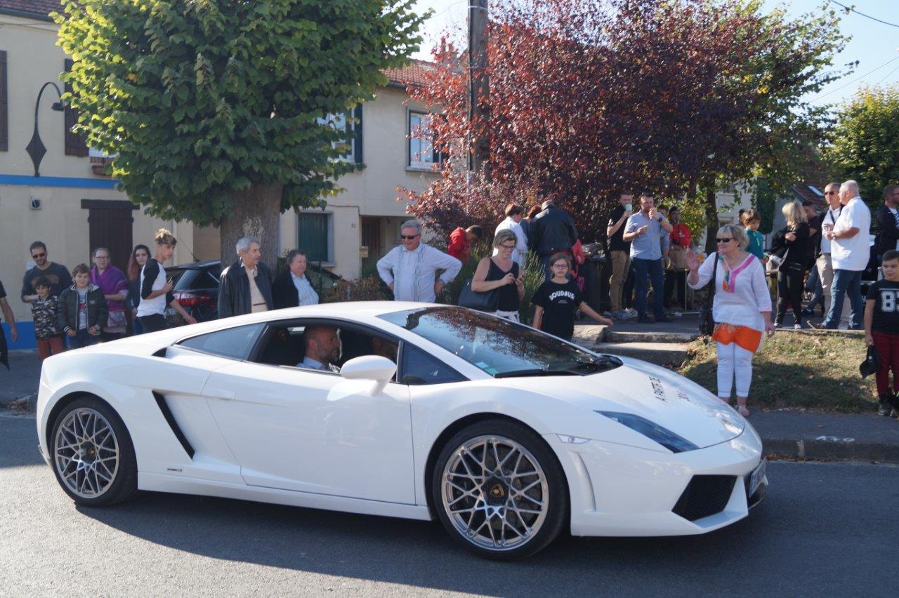Dans la série des baptêmes, je demande celui en Lamborghini Gallardo.