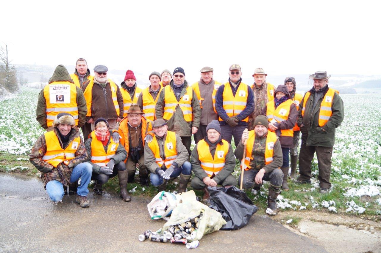 Les chasseurs ont profité du comptage pour ramasser les déchets.