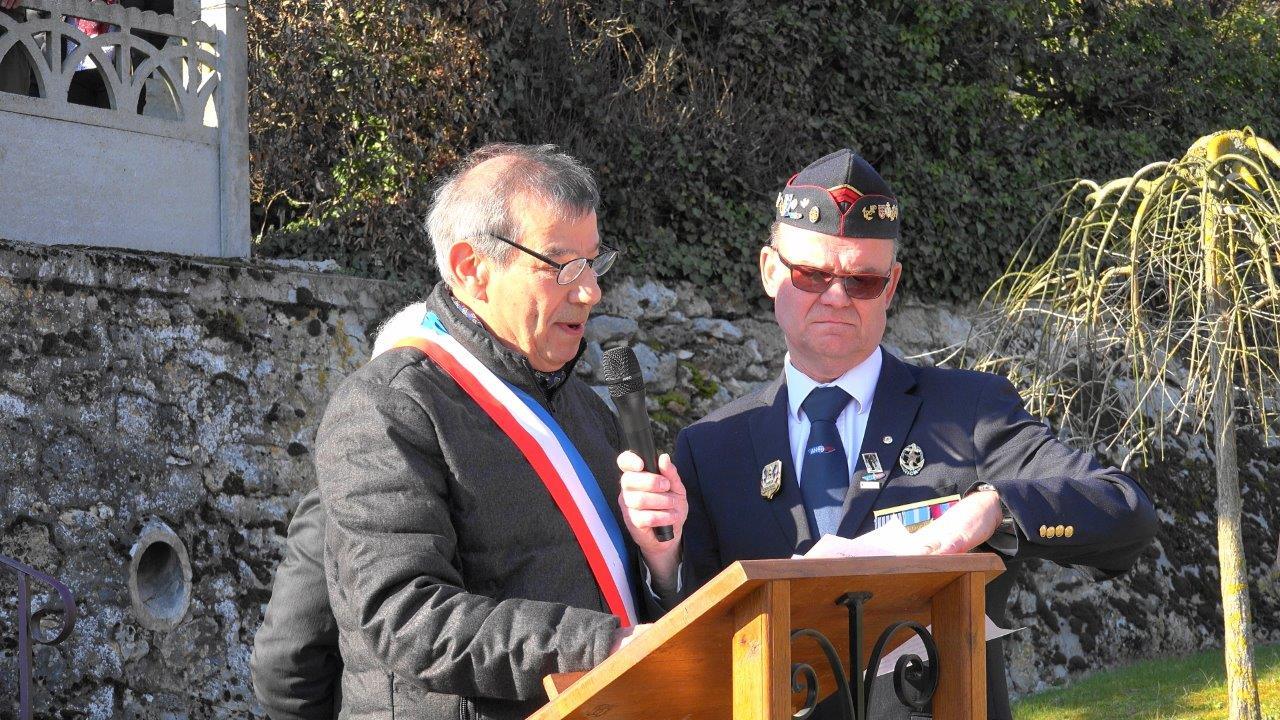 Bruno Lahouati accueille les participants à la cérémonie puis laisse place aux différents intervenants...