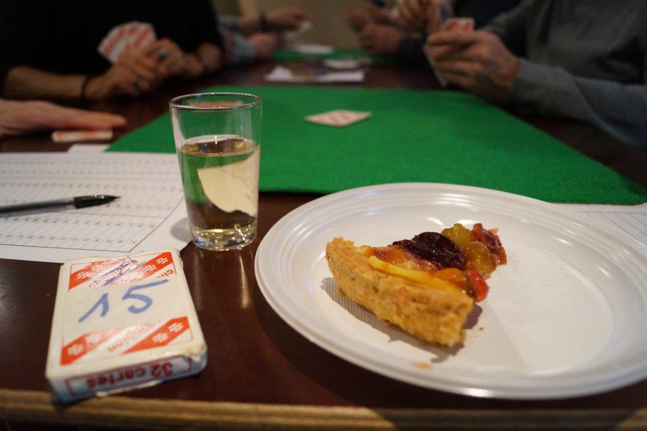 Une part de tarte faite avec Amour et un blida du breuvage local : le binôme idéal...
