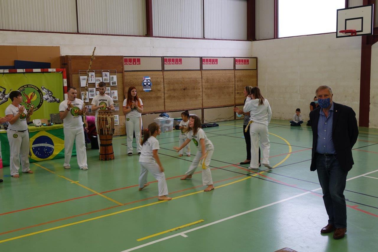 Le député de l'Aisne, Jacques Krabal, a suivi avec attention et plaisir la démonstration de l'association Senzala Capoeira Essencial...