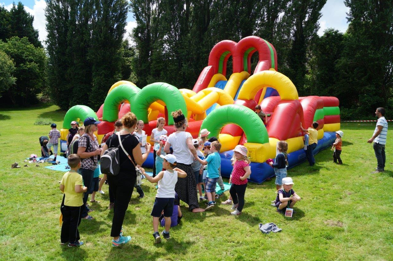 Les structures de jeux implantées ici et là dans le parc par Dynamic-Land ont rencontré un beau succès auprès des enfants.