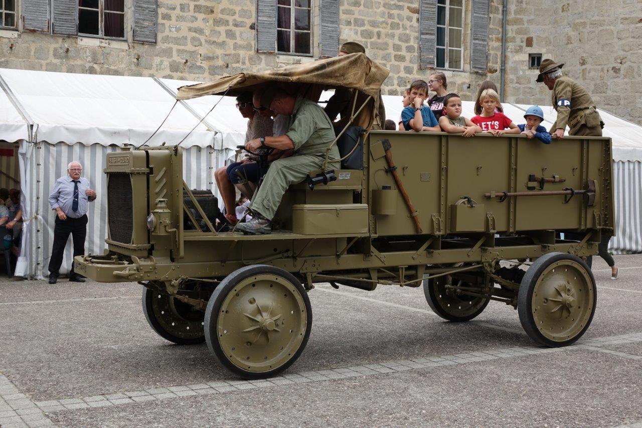 Le public a pu faire une balade dans les allées du parc en Nash Quad, un camion américain de 1918 pesant 2 tonnes et consommant environ 100 litres aux 100 kilomètres....