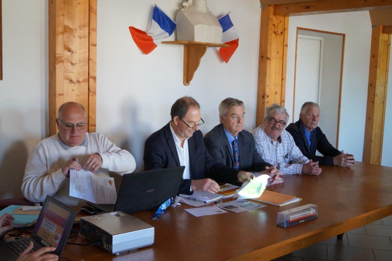 De gauche à droite : Didier Nicolas, Yves Coquel, Dominique Platel, Alain Herblot et Jean-Louis Toupillier, figurent parmi les douze membres du conseil d'administration de TFBCO.