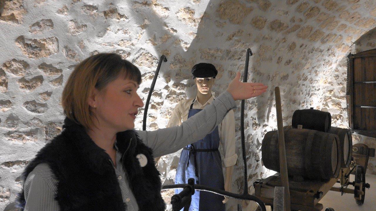 Entièrement restaurée, l'ancienne cave accueille désormais le musée des outils anciens...
