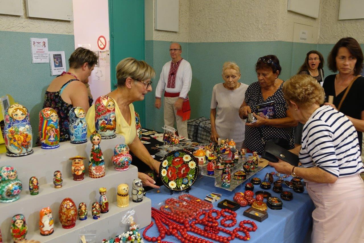 Un stand d'artisanat ukrainien a accompagné le public pendant toute la soirée.