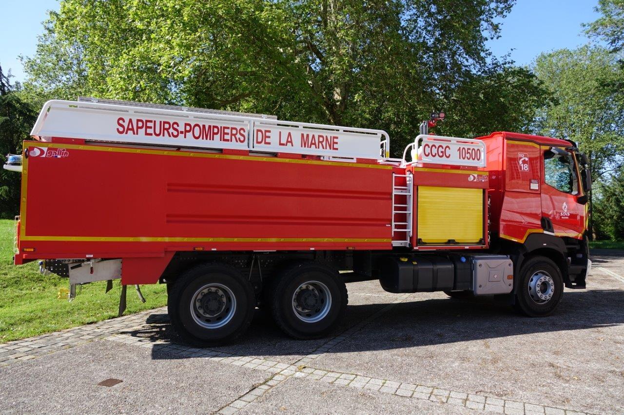Un camion citerne flambant neuf, d'une capacité de 10500 litres, est affecté au centre de secours d'Epernay.