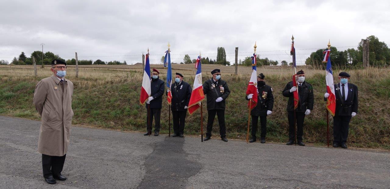 À gauche : Le lieutenant-colonel Henri Caron, délégué départemental du Souvenir Français.