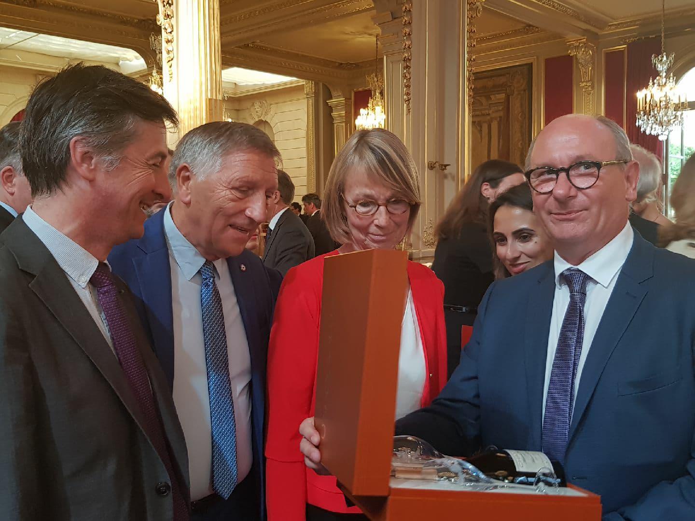 ainsi qu'à Françoise Nyssen, Ministre de la Culture,