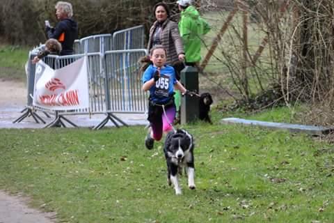 Depuis cette année, le duo Clémentine-H'Zeus participe aux compétitions de Canicross en catégorie Enfant 2 (11-14 ans).