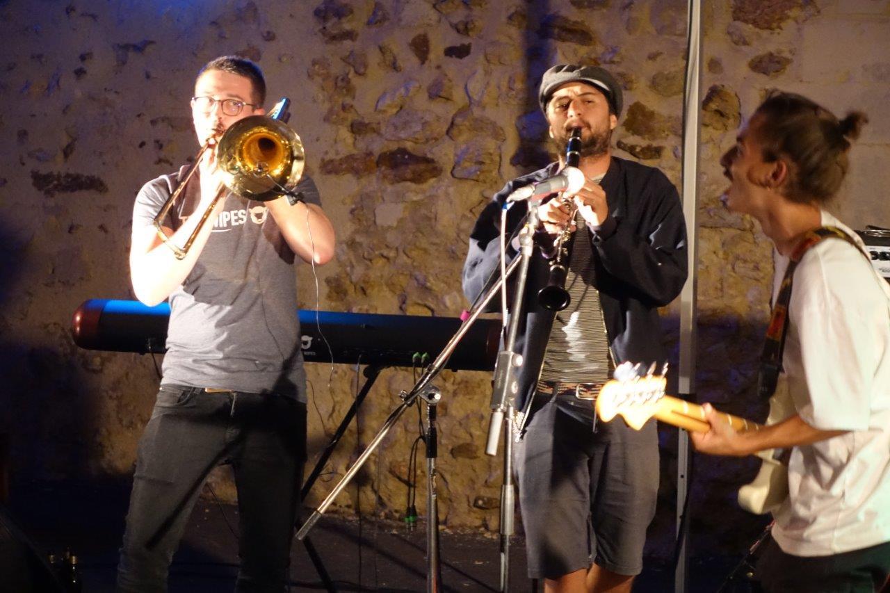 Rafi Stolé, au centre, est venu accompagner The Wipes, le temps d'un morceau ou deux.