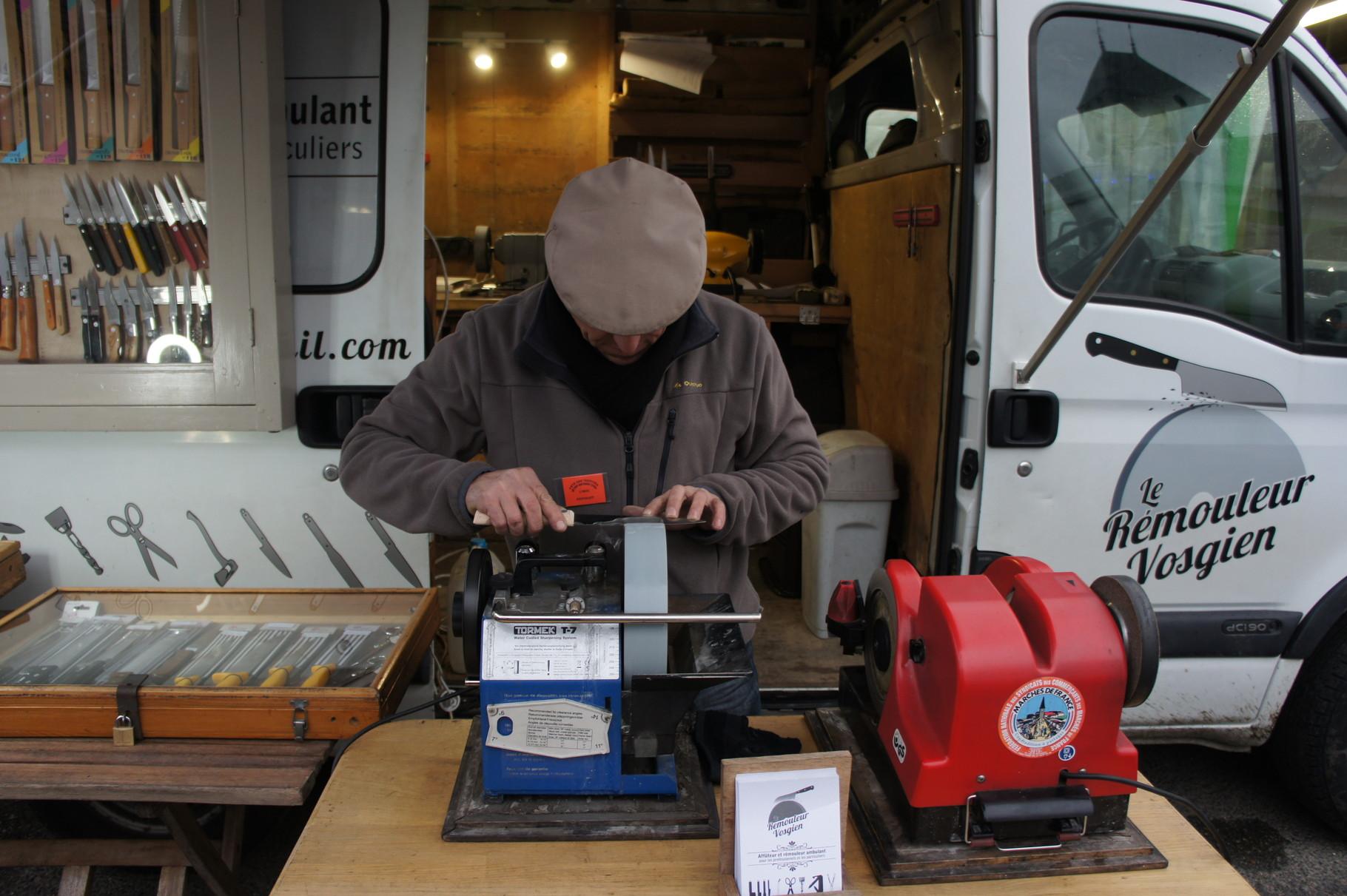 Le Rémouleur Vosgien présent chaque vendredi sur le marché de Château-Thierry