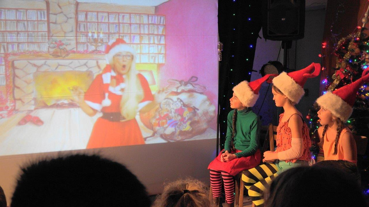 Un spectacle pour l'anniversaire du Père Noël : une idée de la Mère Noël.