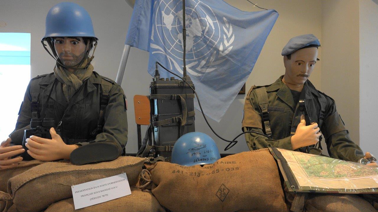 La reconstitution d'un poste d'observation lors d'une opération extérieure sous mandat de l'ONU.