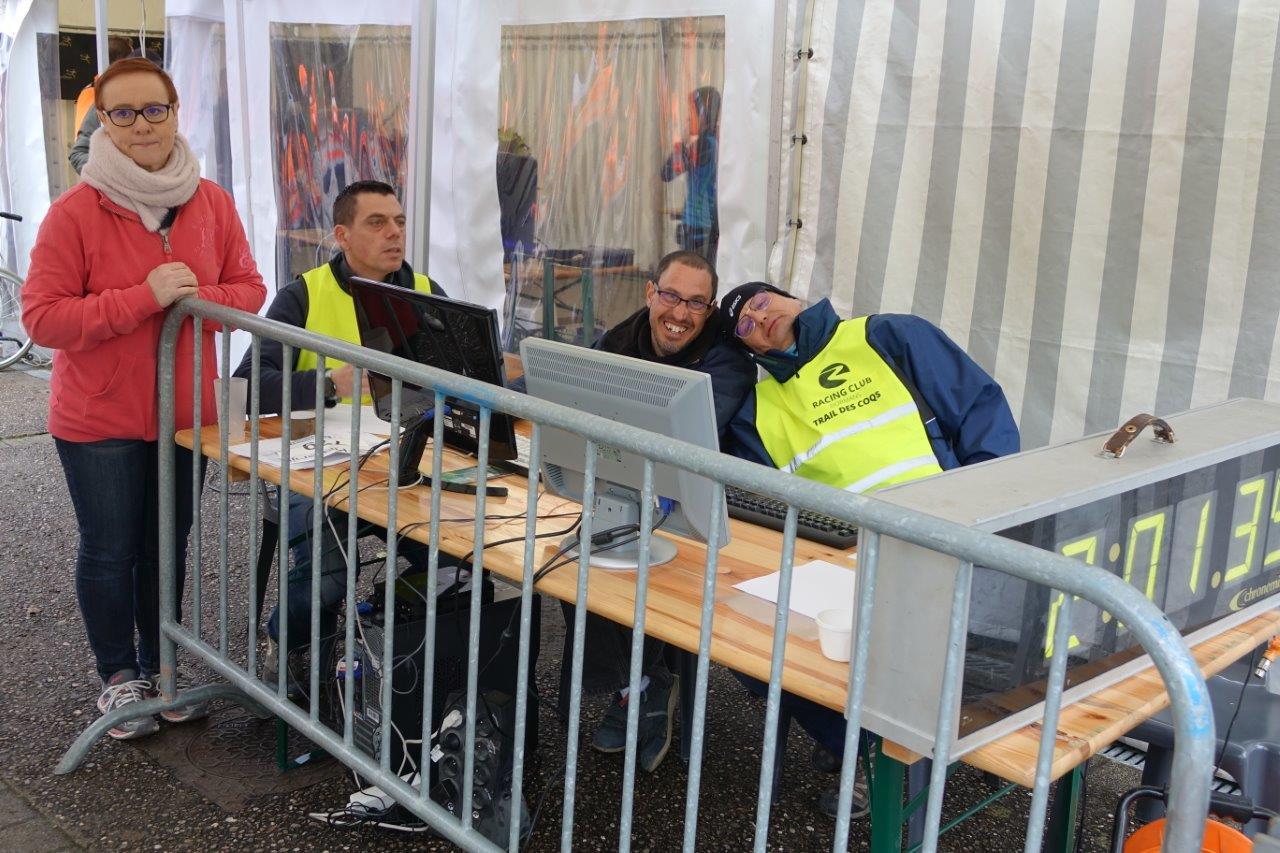 Les bénévoles du Racing Club Dormans avaient en charge la table de pointage.