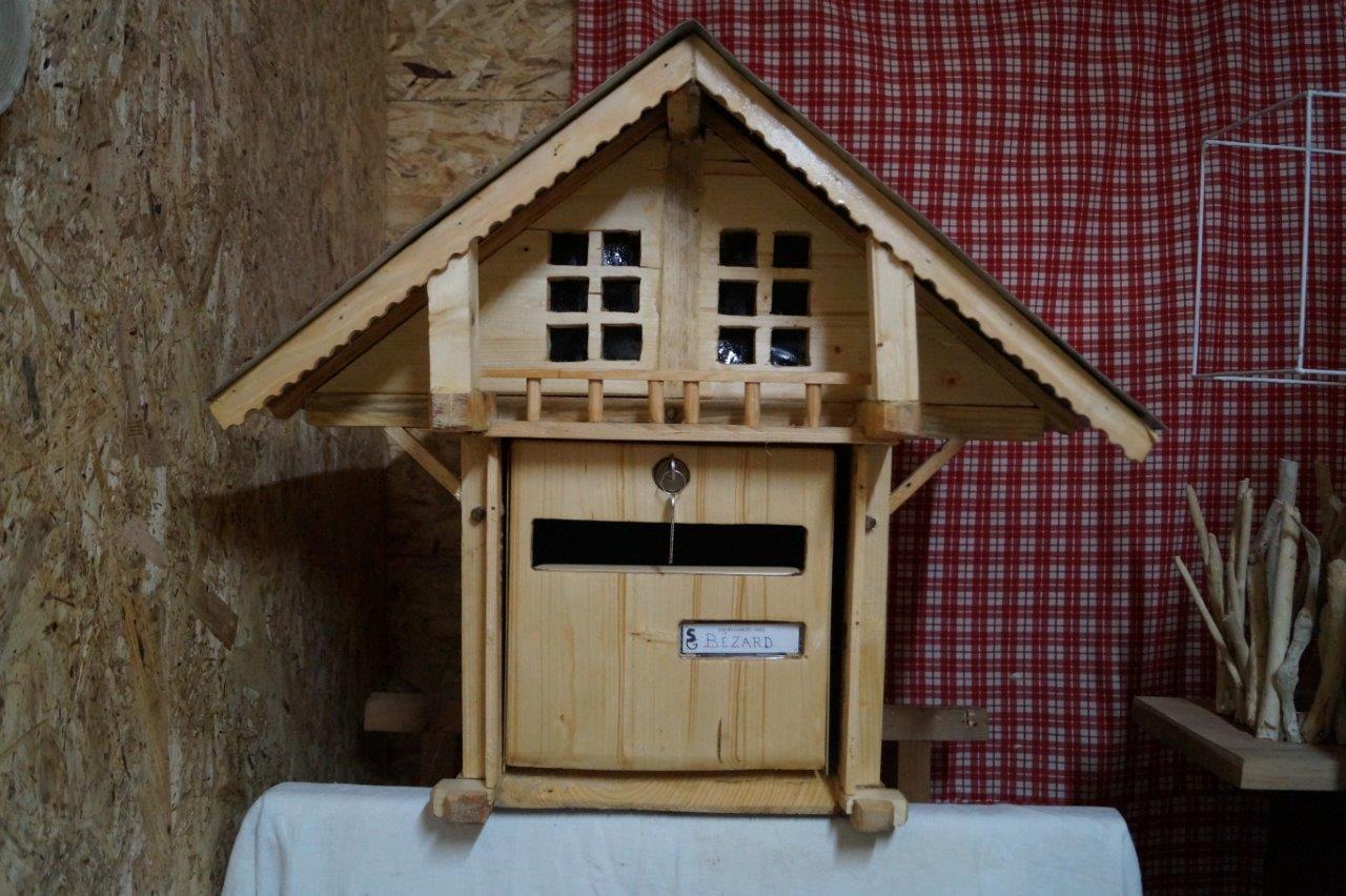 Olivier Marechal a mis une semaine pour réaliser cette boîte aux lettres.
