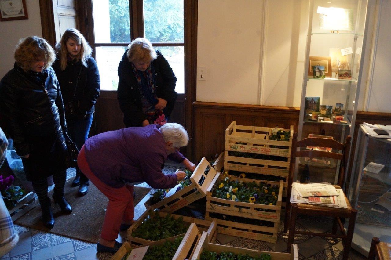 L'association pour le Fleurissement de Dormans et ses Hameaux était à l'écoute de chaque visiteur.