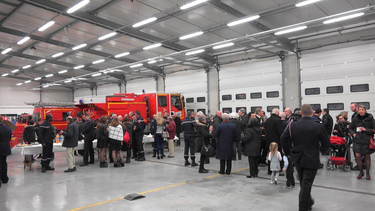 Elus du territoire, famille et amis des sapeurs-pompiers se sont retrouvés à l'intérieur de la caserne.