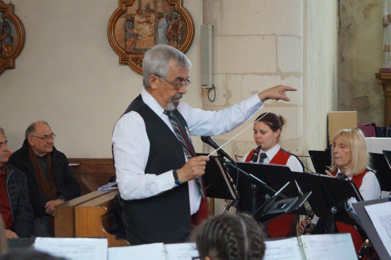 Roland Bouverot dirige l'Union musicale de Suippes.
