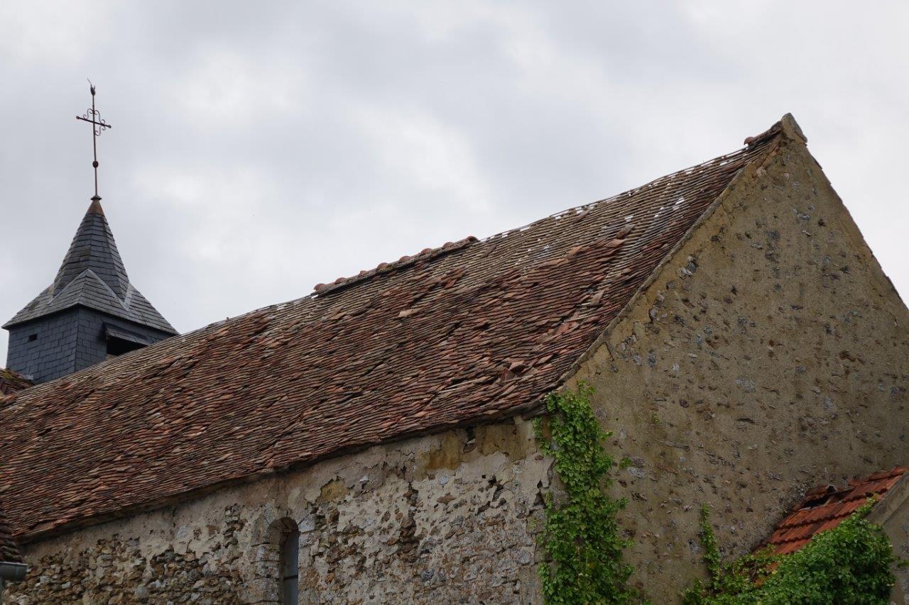 Église Saint-Éloi : La tornade a mis à mal une toiture déjà vétuste.