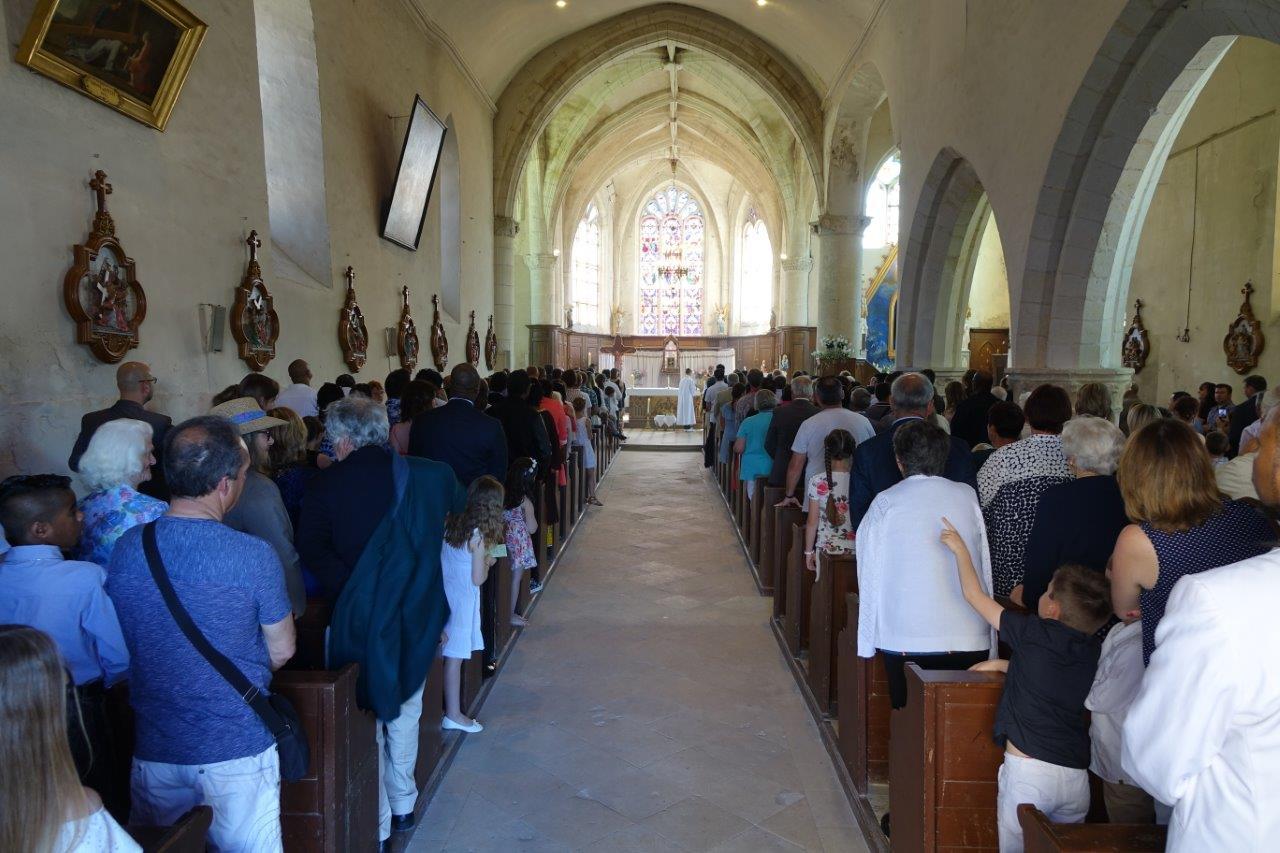L'église Saint-Rémi est comble.