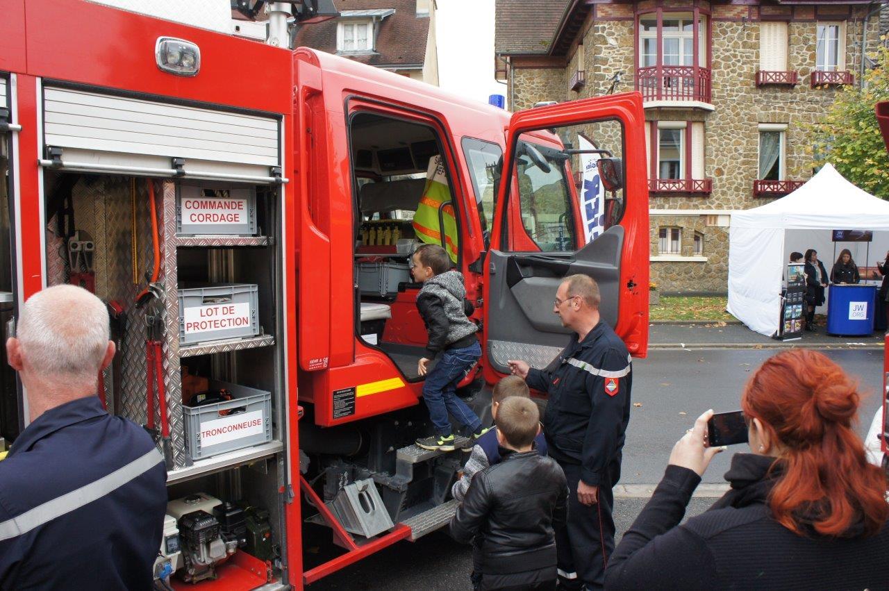 Les pompiers dormanistes étaient à l'écoute des visiteurs.