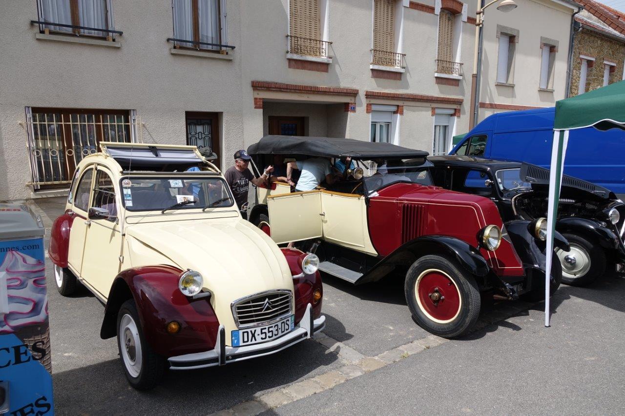 L'association Tardenoise du Patrimoine Roulant présente quelques véhicules d'époque.